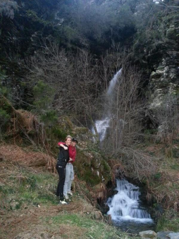 Myla-Eva fervenza (cascada) durante el viaje!
