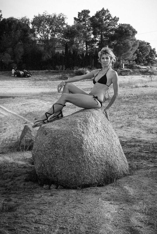 Bikini negro con sandalias griegas!