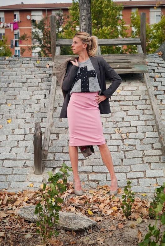 Eva Arias, falda tubo rosa palo
