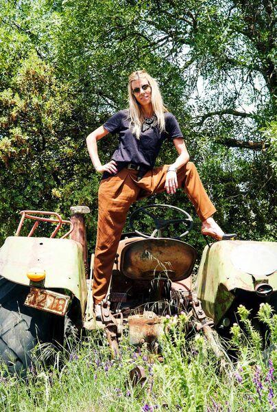 Eva Arias- tractor