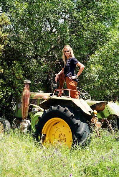 Eva Arias, tractor